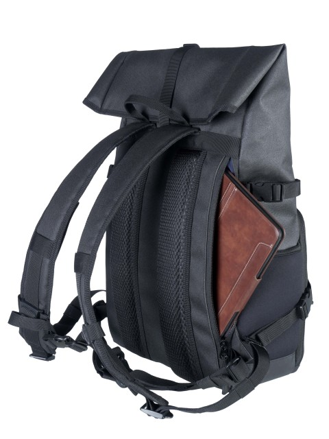 03_Backpack_Back_mit_Pad